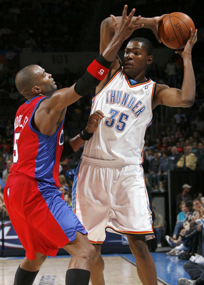 Photo - Cuttino Mobley of the Clippers defends Kevin Durant of the Thunder in the second half of the NBA basketball game between the Oklahoma City Thunder and the Los Angeles Clippers at the Ford Center in Oklahoma City, Wednesday, Nov. 19, 2008. The Clippers won. 108-88. BY NATE BILLINGS, THE OKLAHOMAN
