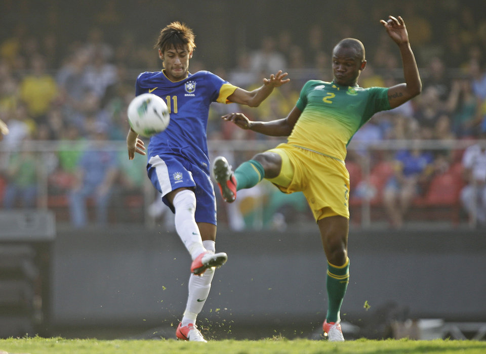 Photo -   Brazil's Neymar, left, controls the ball under pressure from South Africa's Gaxa during a friendly soccer match in Sao Paulo, Brazil, Friday, Sept. 7, 2012. (AP Photo/Nelson Antoine)