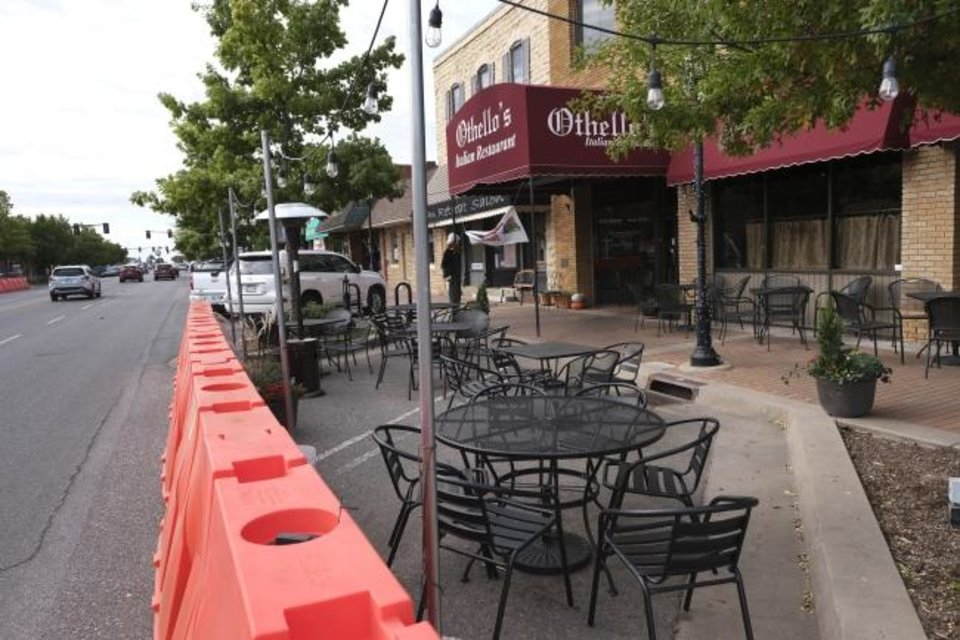 Photo - Othello's. Streateries in downtown Edmond. Restaurants/cafes were allowed  to take over street space to expand their dining options during the pandemic. Thursday, October 15, 2020. [Doug Hoke/The Oklahoman]