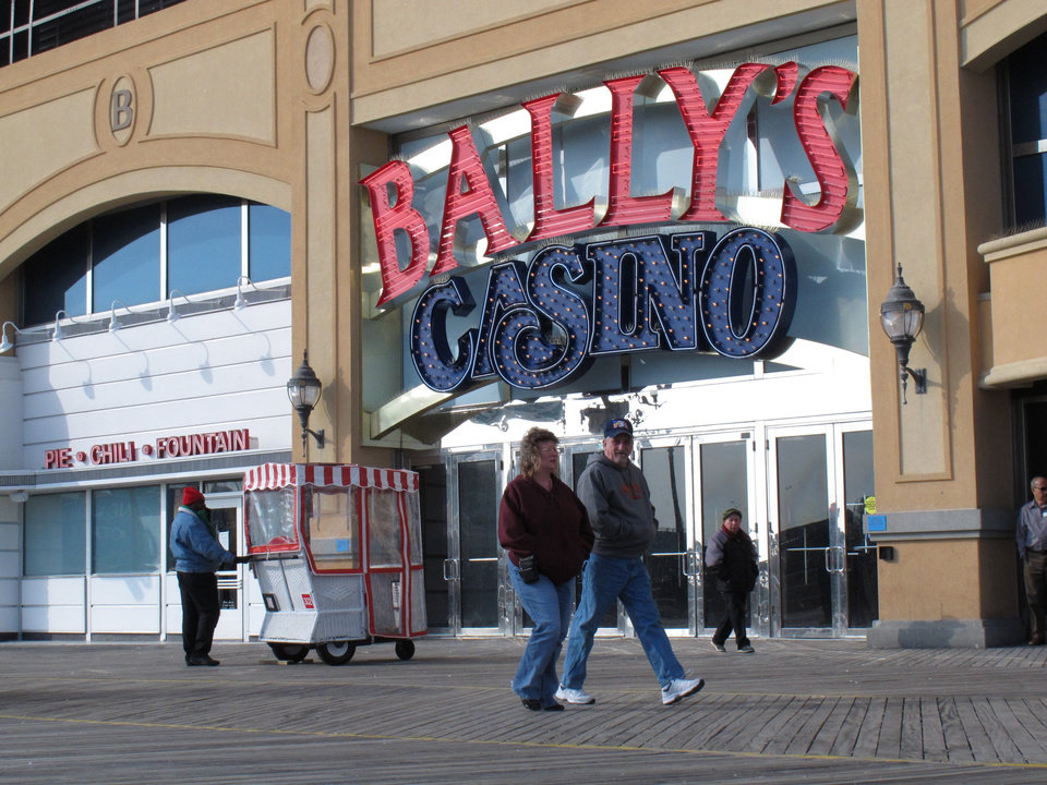 Pedestrians walk on the Atlantic City N.J. Boardwalk on Feb. 6, 2013, a day before New Jersey Gov. Chris Christie vetoed a bill that would have allowed Internet gambling in his state. But Christie said he would sign a future bill that sets a 10-year trial period for Internet gambling, and increases the tax rate casinos would pay on their online winnings to 15 percent. (AP Photo/Wayne Parry)