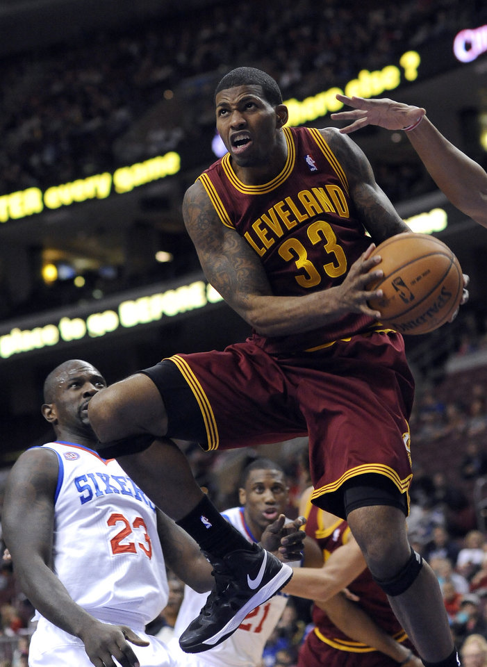 Cleveland Cavaliers' Alonzo Gee (33) drives past Philadelphia 76ers' Jason Richardson (23) during the first half of an NBA basketball game on Sunday, Nov. 18, 2012, in Philadelphia. (AP Photo/Michael Perez)
