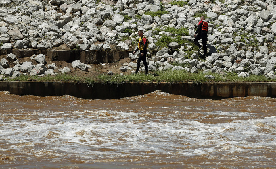 Photo - Rescuers search for the bodies of a family in the Oklahoma River near May Ave. in Oklahoma City, Saturday, June 1, 2013. Photo by Sarah Phipps, The Oklahoman