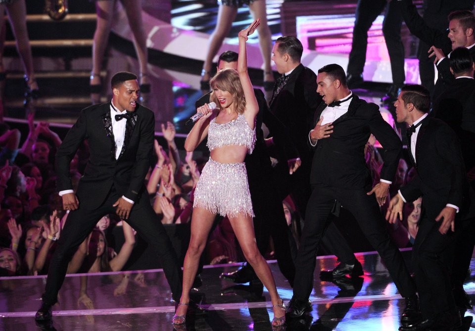 Photo - Taylor Swift performs at the MTV Video Music Awards at The Forum on Sunday, Aug. 24, 2014, in Inglewood, Calif. (Photo by Chris Pizzello/Invision/AP)