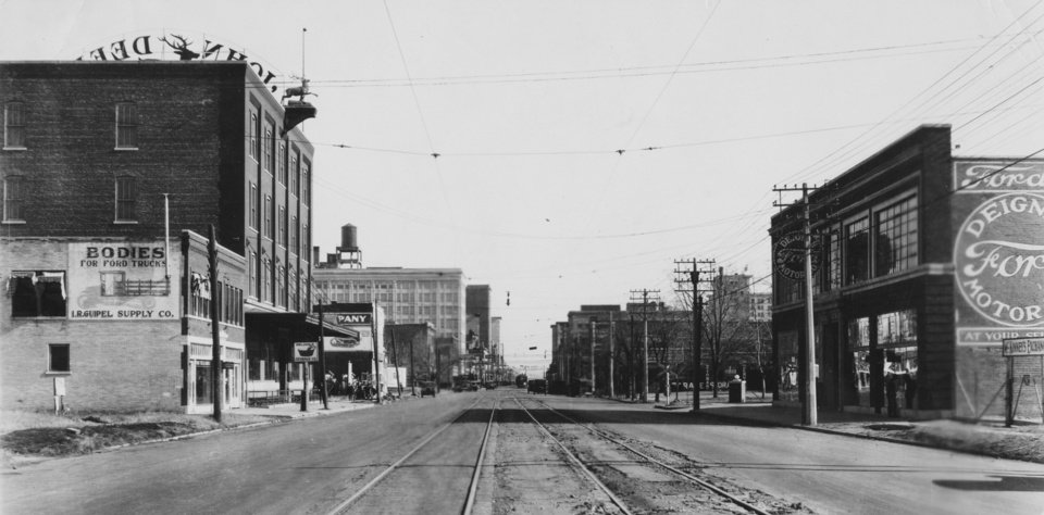HISTORIC EARLY DAYS / OKLAHOMA CITY, OK / STREET SCENES:  City streets east from 600 block on Main before 1920.  Original photo arrived in library 12/27/1930.