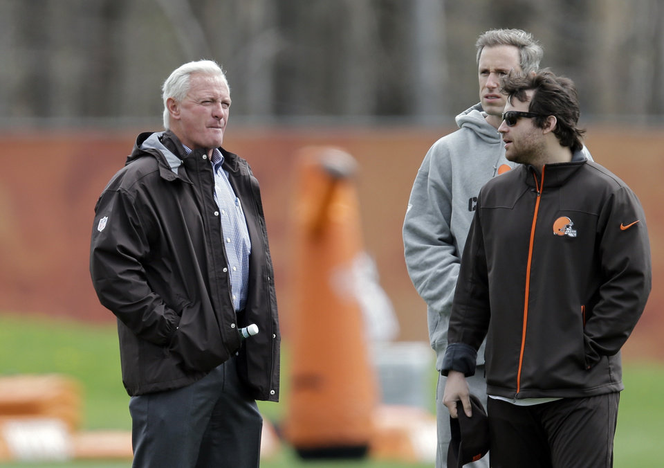 Photo - Cleveland Browns owner Jimmy Haslam, left, watches a voluntary minicamp workout at the NFL football team's facility in Berea, Ohio Thursday, May 1, 2014. (AP Photo/Mark Duncan)