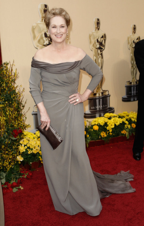 Photo - ** LINDA MILLER'S COMMENTARY:      Norman designer Kayne Gillaspie said he liked the dress, but would like to see her in color. Ditto. ** Actress Meryl Streep, nominated for an Oscar for Best Actress in a Leading Role for her work in