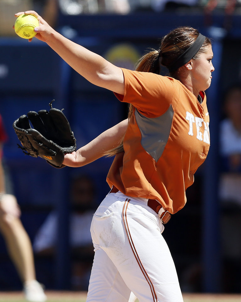 Photo - Texas' Kim Bruins (2) pitches against OU during an NCAA softball game in the Women's College World Series between Oklahoma and Texas at ASA Hall of Fame Stadium in Oklahoma City, Saturday, June 1, 2013. Oklahoma won 10-2 in five innings. Photo by Nate Billings, The Oklahoman