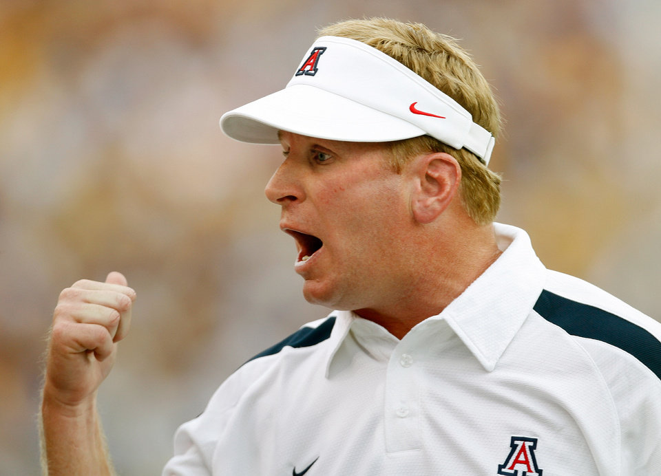 Photo - Arizona Wildcats head coach Mike Stoops yells on the sidelines during the first half of their college football game with the LSU Tigers in Baton Rouge, La., on Saturday Sept. 9, 2006.	(AP Photo/Alex Brandon) ORG XMIT: LAAB104