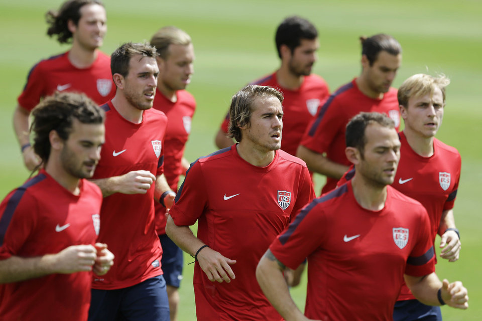 Photo - United States player Mix Diskerud, from Norway, center, trains with his teammates in Sao Paulo, Brazil, Tuesday, Jan. 14, 2014. The US national soccer team is on a training program to prepare for the World Cup tournament that starts in June. (AP Photo/Nelson Antoine)