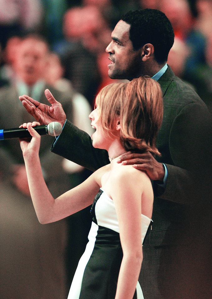 Photo - Thunder assistant coach Maurice Cheeks gave Natalie Gilbert a little help singing the national anthem when he was coaching the Portland Trail Blazers in 2003. PHOTO BY BRUCE ELY, THE OREGONIAN