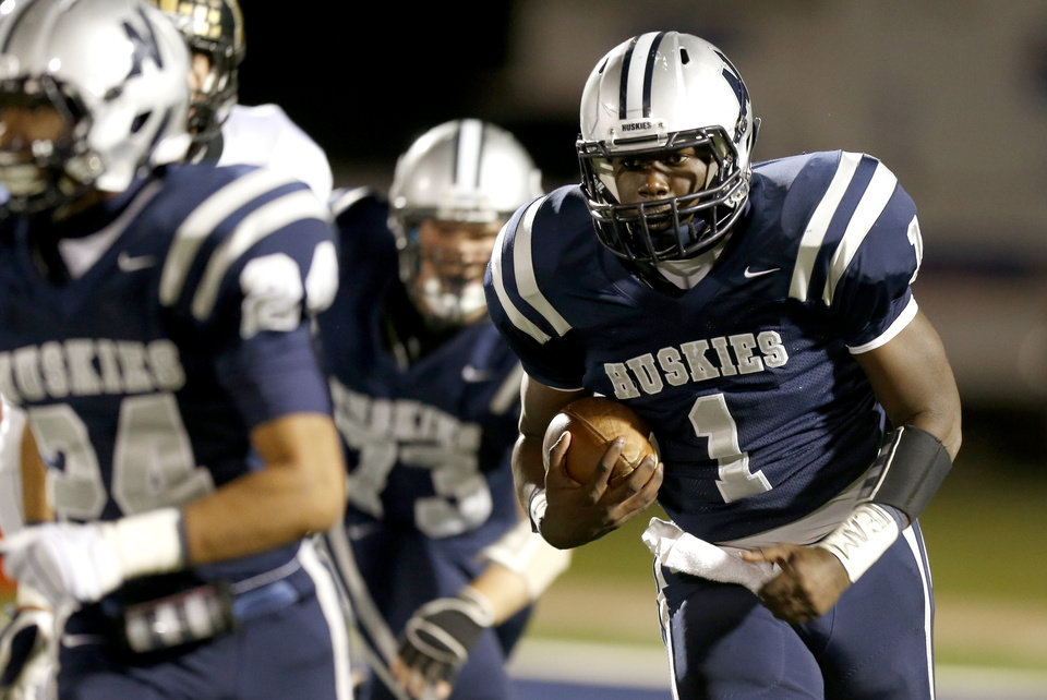 Photo - Edmond North's Michael Farmer runs for a touchdown during a high school football game against Midwest City at Wantland Stadium in Edmond, Thursday, October 25, 2012. Photo by Bryan Terry, The Oklahoman