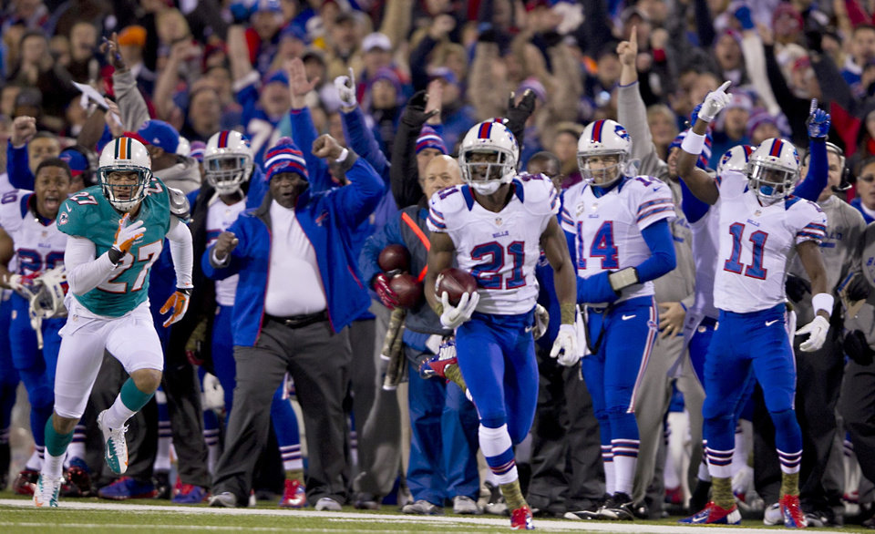 Photo -   Buffalo Bills kick-returner Leodis McKelvin (21) brings back a punt for a touchdown in the first quarter of an NFL football game against the Miami Dolphons at Ralph Wilson Stadium in Orchard Park, N.Y., Nov. 15, 2012. (AP Photo/The Miami Herald, Joe Rimkus Jr.) MAGAZINES OUT