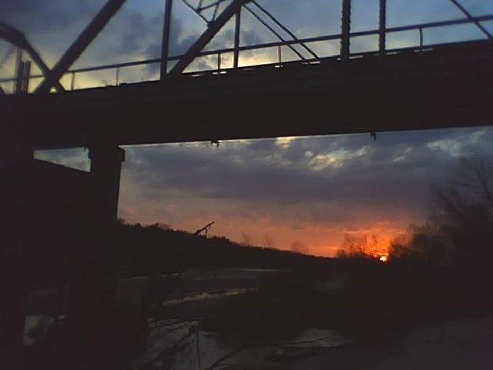 sun going down at River ..<br/><b>Community Photo By:</b> TAma<br/><b>Submitted By:</b> Tama, Midwest