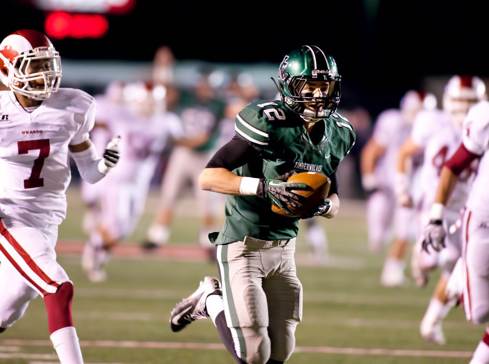 Photo - Norman North's Jake Higginbotham (12) hauls in a touchdown catch during 6A semifinal football between Owasso and Norman North at Union Tuttle Stadium on November 23, 2012.  JOEY JOHNSON/For the Tulsa World ORG XMIT: DTI1211232203119289