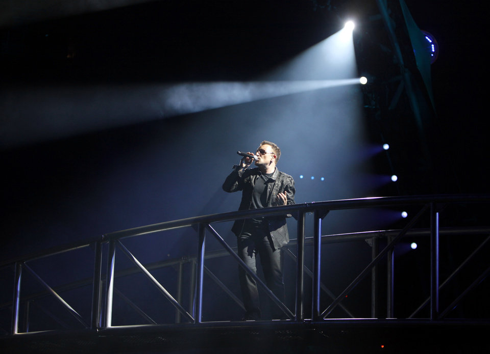 Photo - CONCERT / UNIVERSITY OF OKLAHOMA / OU: Bono sings with U2, Sunday, Oct. 18, 2009, at Gaylord Family -- Oklahoma Memorial Stadium in Norman, Okla. Photo by Sarah Phipps, The Oklahoman ORG XMIT: KOD