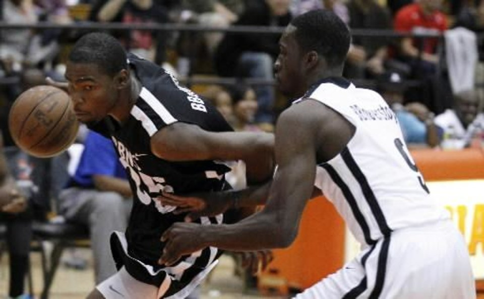 Kevin Durant (left) drives past former Thunder teammate Jeff Green during a pro-am pickup game.