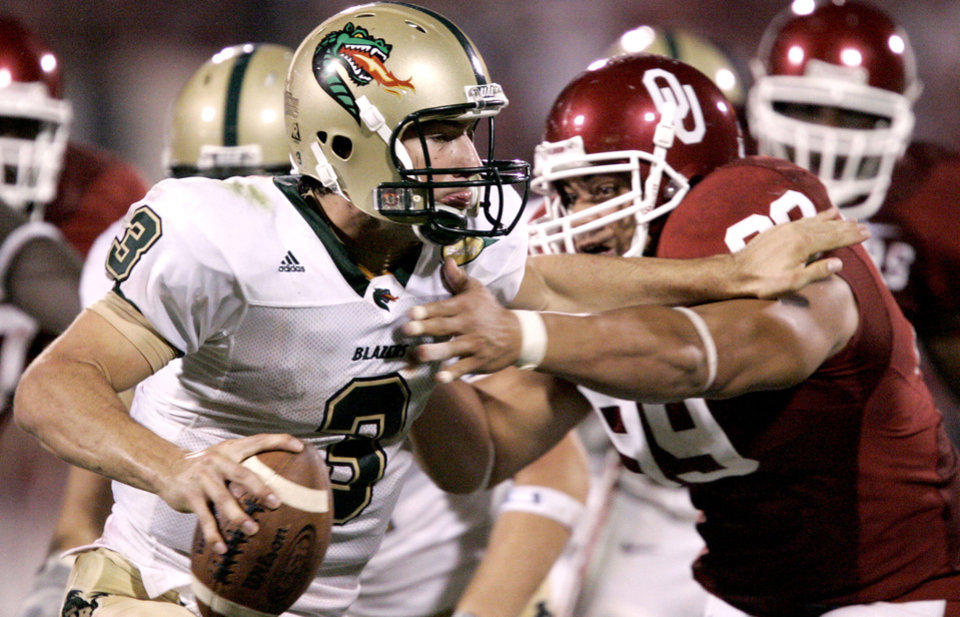 Photo - Sam Hunt of UAB tries to get away from C.J. Ah You of OU during the University of Oklahoma Sooners (OU) college football game against University of Alabama-Birmingham (UAB), at Gaylord Family - Oklahoma Memorial Stadium, Saturday, Sept. 2, 2006, in Norman, Okla.  By Bryan Terry, The Oklahoman   ORG XMIT: KOD