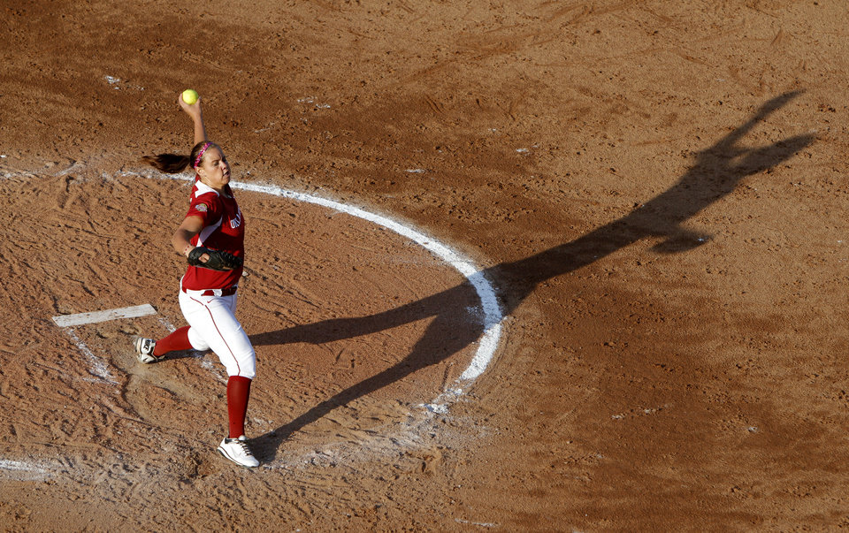 UNIVERSITY OF OKLAHOMA / OU / COLLEGE SOFTBALL: Oklahoma\'s Keilani Ricketts pitches against California during a Women\'s College World Series game at ASA Hall of Fame Stadium in Oklahoma City, Friday, June 1, 2012. Photo by Bryan Terry, The Oklahoman