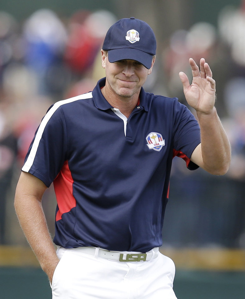 Photo -   USA's Steve Stricker acknowledges the crowd on the second hole during a practice round at the Ryder Cup PGA golf tournament Thursday, Sept. 27, 2012, at the Medinah Country Club in Medinah, Ill. (AP Photo/David J. Phillip)