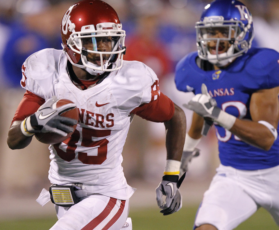 Photo - Oklahoma's Ryan Broyles (85) makes a touchdown reception in front of Kansas's Tyler Patmon (33) during the college football game between the University of Oklahoma Sooners (OU) and the University of Kansas Jayhawks (KU) on Saturday, Oct. 15, 2011. in Lawrence, Kan. Photo by Chris Landsberger, The Oklahoman