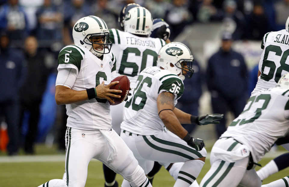 Photo -   New York Jets quarterback Mark Sanchez (6) scrambles with the ball during second half of an NFL football game against the Seattle Seahawks, Sunday, Nov. 11, 2012, in Seattle. The Seahawks won 28-7. (AP Photo/Elaine Thompson)