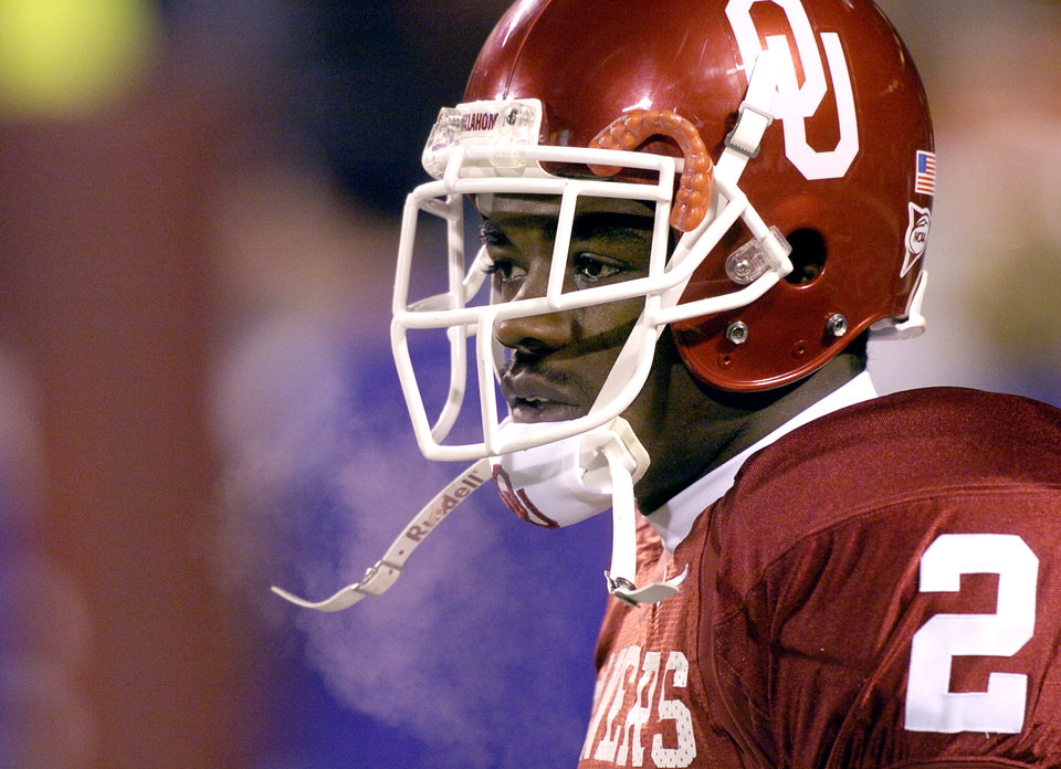 UNIVERSITY OF OKLAHOMA VS KANSAS STATE UNIVERSITY BIG 12 CHAMPIONSHIP COLLEGE FOOTBALL AT ARROWHEAD  STADIUM IN KANSAS CITY, MISSOURI, DECEMBER 6,2003.   OU Sooner #2 Derrick Strait before the Big 12 Championship game.  Staff photo by Ty Russell