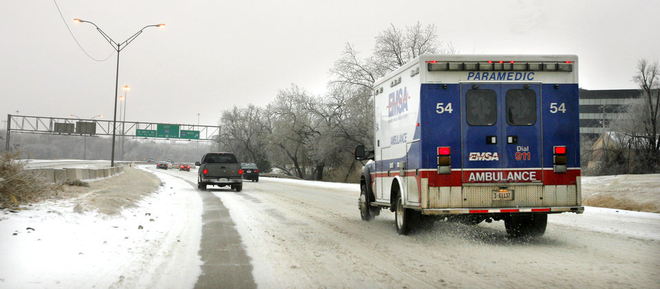 Photo - WINTER WEATHER: An EMSA ambulance traveling on ice south down the Broadway Extension near NW 36 Street in Oklahoma City Tuesday, Jan. 27, 2009. BY PAUL B. SOUTHERLAND, THE OKLAHOMAN ORG XMIT: KOD