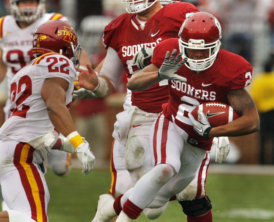 Photo - Oklahoma's Trey Franks (2) runs and is chased by Ter'Ran Benton (22) during a college football game between the University of Oklahoma Sooners (OU) and the Iowa State University Cyclones (ISU) at Gaylord Family-Oklahoma Memorial Stadium in Norman, Okla., Saturday, Nov. 26, 2011. Photo by Steve Sinsey, The Oklahoman