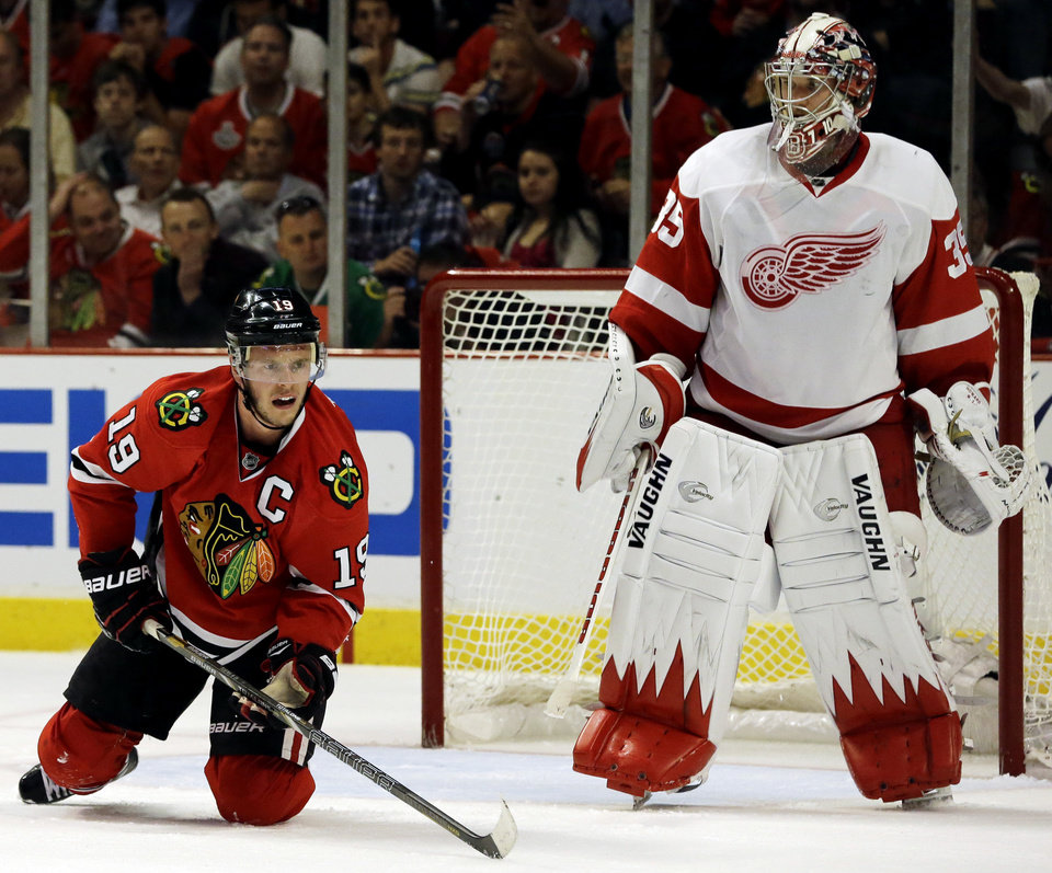 Photo - Chicago Blackhawks' Jonathan Toews (19) reacts as he looks for the puck against Detroit Red Wings goalie Jimmy Howard during the second period of Game 2 of the NHL hockey Stanley Cup playoffs Western Conference semifinals Saturday, May 18, 2013, in Chicago. (AP Photo/Nam Y. Huh)