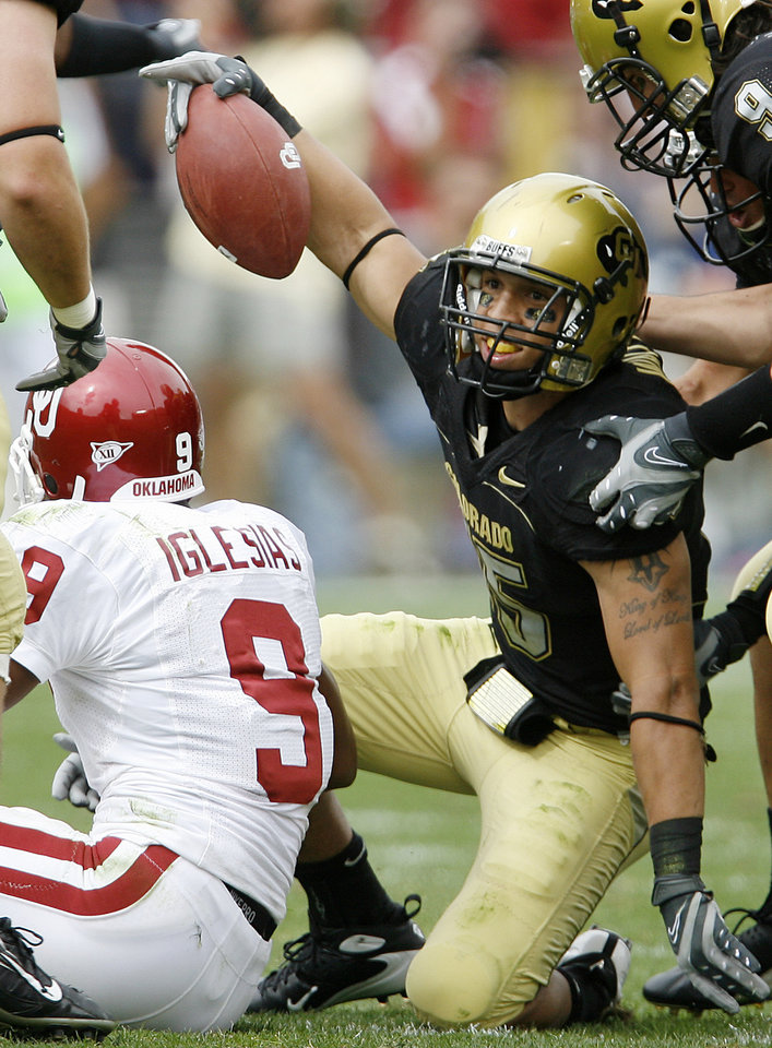 Photo - Ryan Walters of Colorado reacts after intercepting a pas intended for Juaquin Iglesias of OU during the second half of the college football game between the University of Oklahoma Sooners (OU) and the University of Colorado Buffaloes (CU) at Folsom Field on Saturday, Sept. 28, 2007, in Boulder, Co.  By Bryan Terry, The Oklahoman