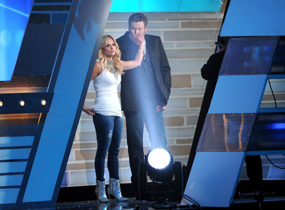 Photo - Blake Shelton, right, kisses Miranda Lambert's hand backstage at the 49th annual Academy of Country Music Awards at the MGM Grand Garden Arena on Sunday, April 6, 2014, in Las Vegas. (Photo by Chris Pizzello/Invision/AP)