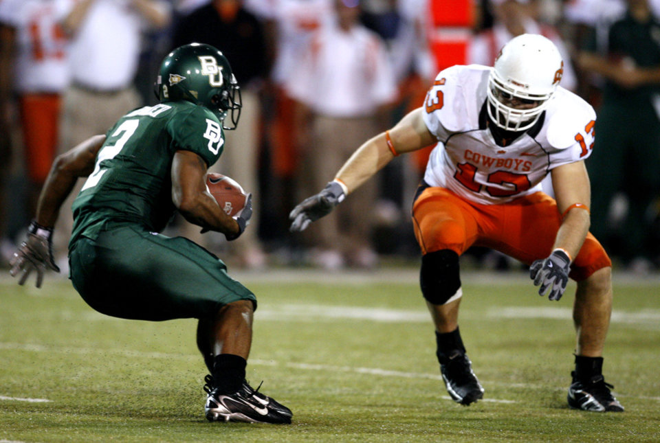 Photo - Brandon Whitaker (2) is stopped for no gain by Nathan Peterson during first half action in the college football game between Oklahoma State University and Baylor University at Floyd Casey Stadium in Waco, Texas, Saturday, Nov. 17, 2007. BY STEVE SISNEY, THE OKLAHOMAN