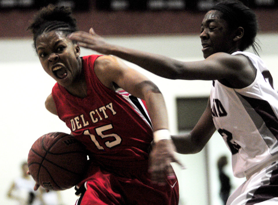 Photo - Del City girls high school guard Alaisha Castleberry drives to the basket in a game against Edmond Memorial on Jan. 17, 2014 at Edmond Memorial High School. Photo by KT King/The Oklahoman