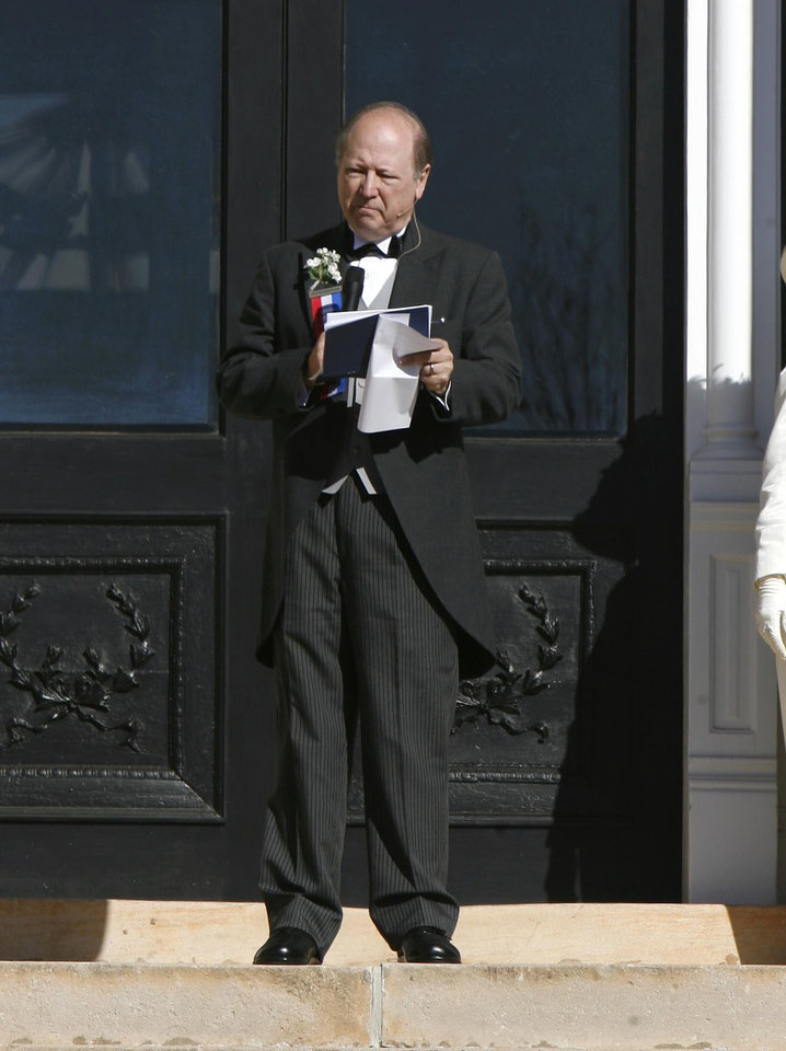 Photo - Edward S. Haskell, descendant of the first governor Charles Haskell, speaks on the steps of the Carnegie Library during the Centennial Day celebrations in Guthrie, OK, Thursday, Nov. 16, 2007. By Paul Hellstern / The Oklahoman