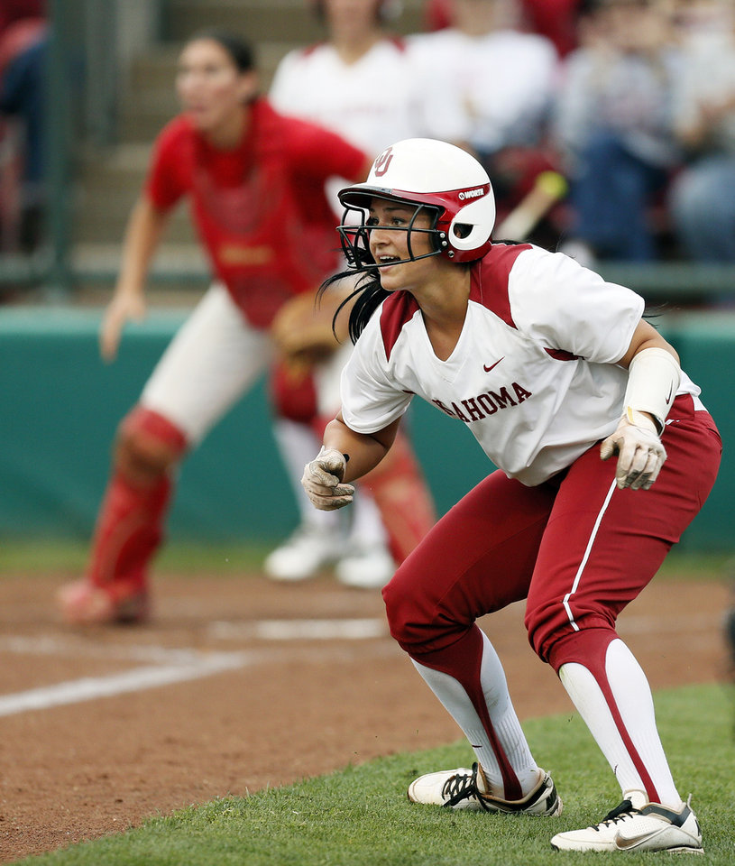 Photo - OU's Lauren Chamberlain tries not to get caught between 3rd base and home in the 1st inning during an NCAA softball game between OU and Marist in the Oklahoma Regional in Norman, Okla., Friday, May 17, 2013. Chamberlain made it safely back to 3rd base. Oklahoma won 17-0 in 5 innings. Photo by Nate Billings, The Oklahoman