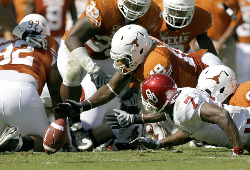 Photo - Emmanuel Acho of Texas recovers a fumble in front of OU's DeMarco Murray during the Red River Rivalry college football game between the University of Oklahoma Sooners (OU) and the University of Texas Longhorns (UT) at the Cotton Bowl in Dallas, Texas, Saturday, Oct. 17, 2009. Photo by Bryan Terry, The Oklahoman
