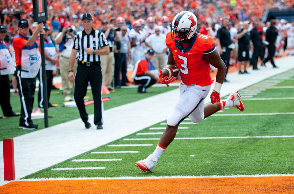 Photo - Illinois tight end Jon Davis (3) scores during the second quarter of an NCAA college football game against Youngstown State, Saturday, Aug. 30, 2014 at Memorial Stadium in Champaign, Ill. (AP Photo/Bradley Leeb)