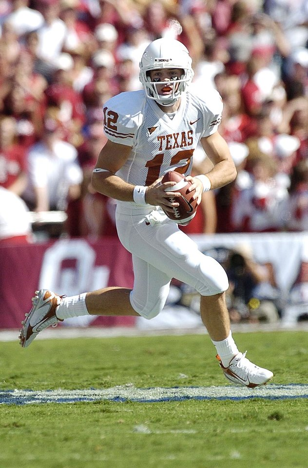 Photo - Texas quarterback Colt McCoy scrambles as he looks for a receiver against Oklahoma in the first half during the University of Oklahoma Sooners (OU) college football game against the University of Texas (UT), in the Red River Shootout at the Cotton Bowl, on Saturday, Oct. 7, 2006, in Dallas, Texas,     by Bill Waugh, The Oklahoman  ORG XMIT: KOD