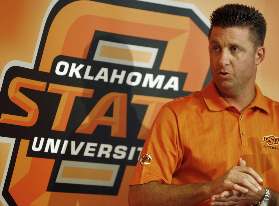 Photo - Head coach Mike Gundy answers a question during the weekly Oklahoma State University (OSU) college football press conference at Boone Pickens Stadium in Stillwater, Okla., Monday, September 3, 2007. By Matt Strasen, The Oklahoman ORG XMIT: KOD