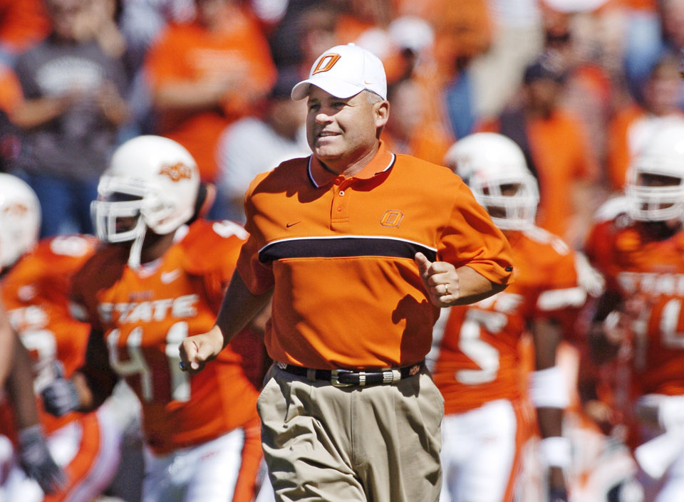 Stillwater, Okla.- October 2, 2004- Oklahoma State University (OSU) vs Iowa State University (ISU) college football at Boone Pickens Stadium.   Cowboy head coach Les Miles runs on the field with the team. Staff photo by Nate Billings.