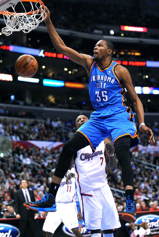The Oklahoma City Thunder's Kevin Durant dunks over the Los Angeles Clippers' Lamar Odom at Staples Center in Los Angeles, California, on Tuesday, January 22, 2013. Oklahoma City won, 109-97. (Wally Skalij/Los Angeles Times/MCT) ORG XMIT: 1134003