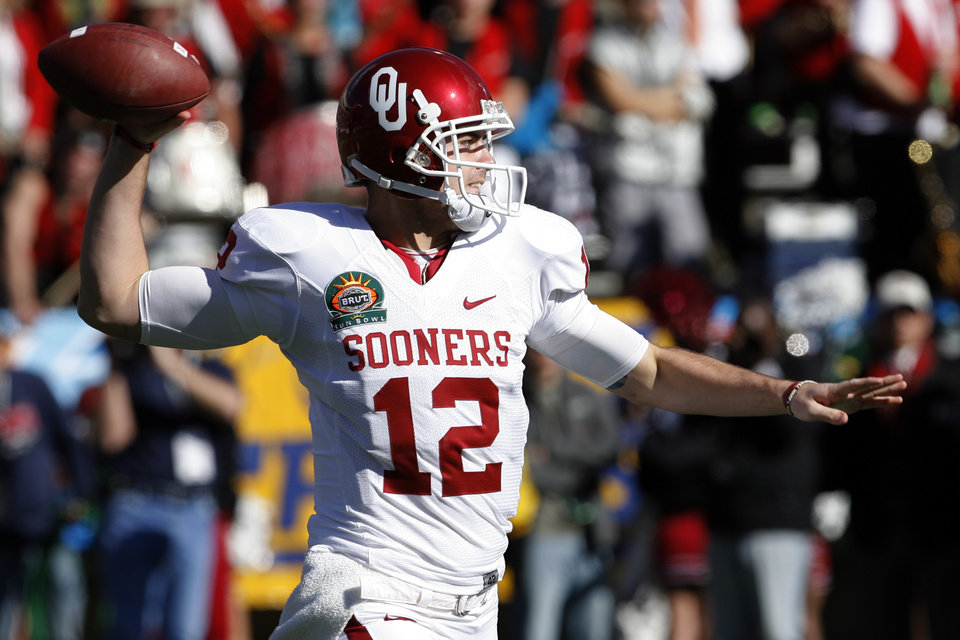 Photo - Landry Jones passes during the first half of the Brut Sun Bowl college football game between the University of Oklahoma Sooners (OU) and the Stanford University Cardinal on Thursday, Dec. 31, 2009, in El Paso, Tex.   Photo by Steve Sisney, The Oklahoman