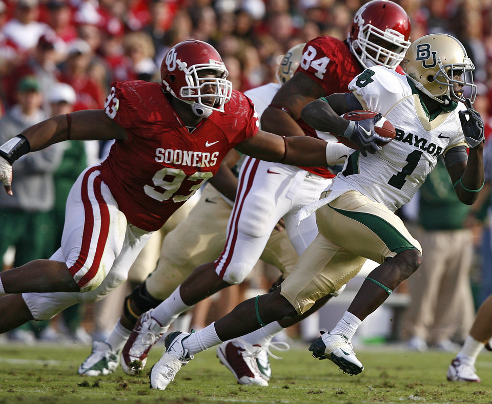 Photo - Oklahoma's Gerald McCoy (93) and Frank Alexander (84) chase down Baylor's Kendall Wright (1) during the second half of the college football game between the University of Oklahoma Sooners (OU) and the Baylor University Bears at Gaylord Family-Oklahoma Memorial Stadium on Saturday, Oct. 10, 2009, in Norman, Okla. 