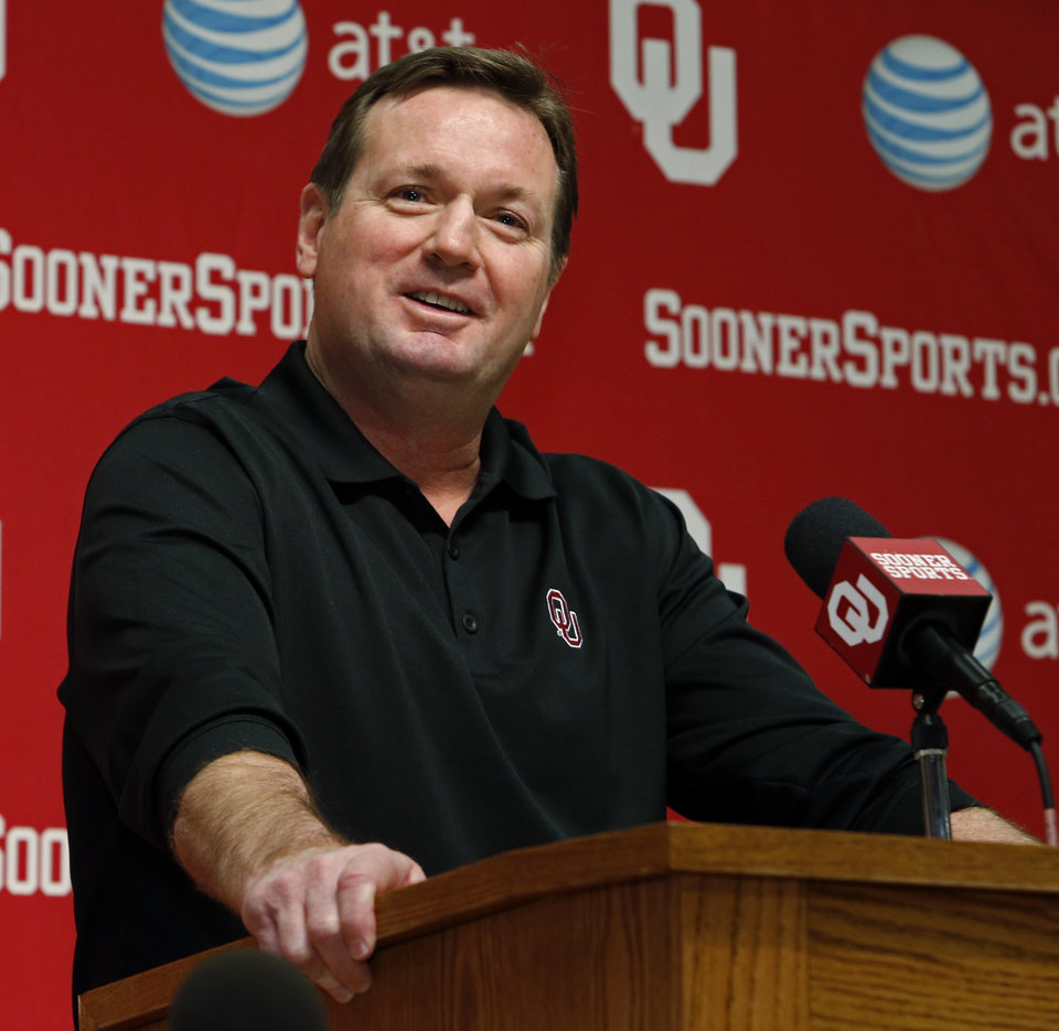 Photo - OU coach Bob Stoops addresses the media during his Nation Signing Day press conference on Wednesday in Norman. Photo by Steve Sisney, The Oklahoman