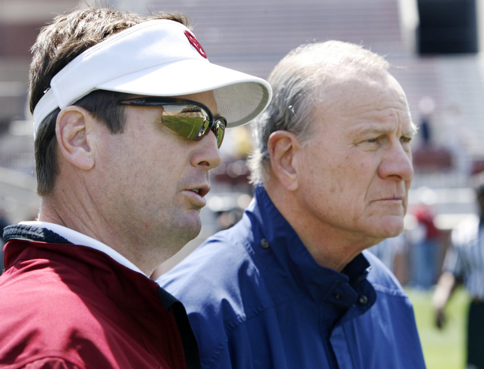 Former head coach Barry Switzer and current head coach Bob Stoops (left) watch before the University of Oklahoma football team scrimages at Gaylord Family Oklahoma Memorial Stadium in Norman, Okla., Saturday, April 5, 2008   BY STEVE SISNEY