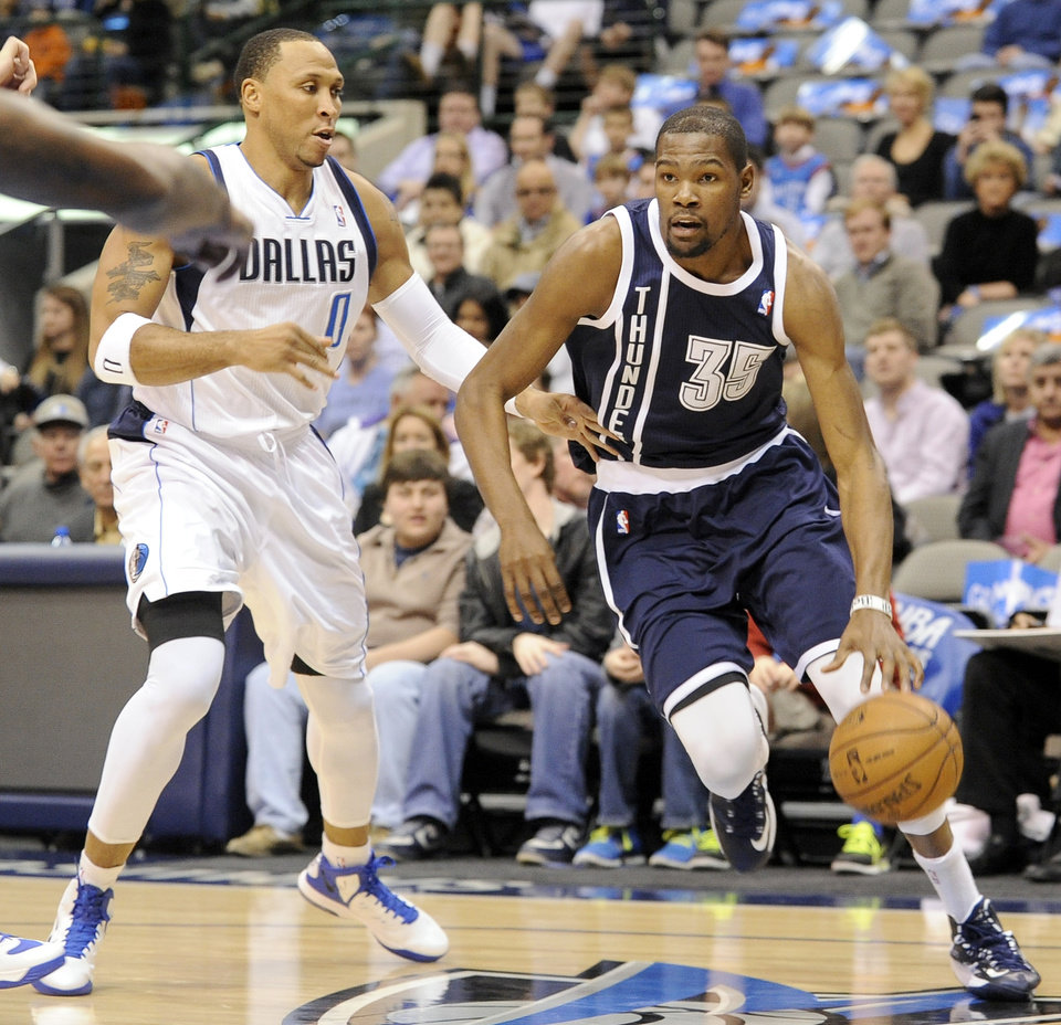 Photo - Oklahoma City Thunder forward Kevin Durant (35) drives past Dallas Mavericks  forward Shawn Marion (0) during an NBA basketball game, Friday, Jan. 18, 2013, in Dallas. The Thunder won 117-114. (AP Photo/Matt Strasen) ORG XMIT: TXMS209