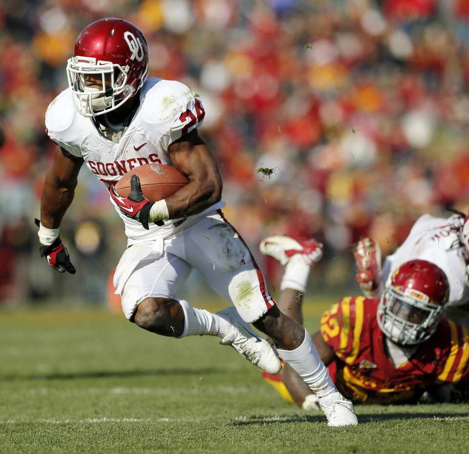 Photo - Oklahoma's Brennan Clay (24) carries the ball on his way to a touchdown in the third quarter during a college football game between the University of Oklahoma (OU) and Iowa State University (ISU) at Jack Trice Stadium in Ames, Iowa, Saturday, Nov. 3, 2012. OU won, 35-20. Photo by Nate Billings, The Oklahoman