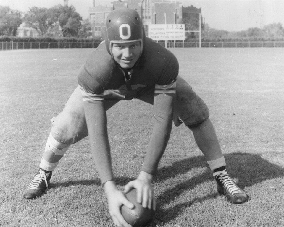 Photo - OU center Cliff Speegle in 1938. FROM THE OKLAHOMAN ARCHIVES  Picasa
