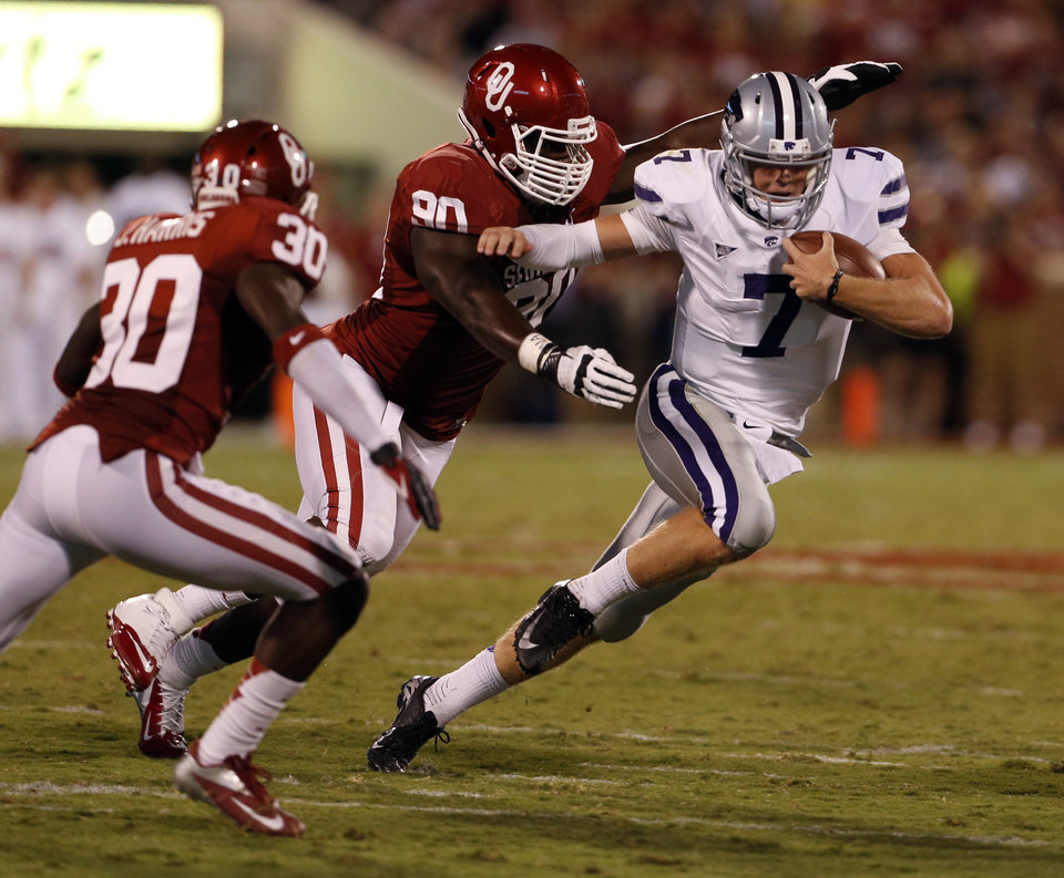 Kansas State quarterback Collin Klein runs against Oklahoma\'s David King and Javon Harris during a college football game between the University of Oklahoma Sooners (OU) and the Kansas State University Wildcats (KSU) at Gaylord Family-Oklahoma Memorial Stadium, Saturday, September 22, 2012. Photo by Steve Sisney, The Oklahoman