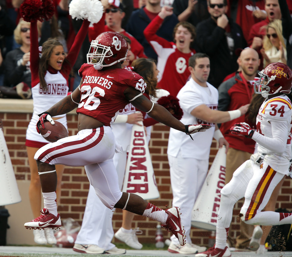 Oklahoma\'s Damien Williams (26) runs in for a touchdown in front of Iowa State\'s Nigel Tribune (34) during the college football game between the University of Oklahoma Sooners (OU) and the Iowa State University Cyclones (ISU) at Gaylord Family-Oklahoma Memorial Stadium in Norman, Okla. on Saturday, Nov. 16, 2013. Photo by Chris Landsberger, The Oklahoman